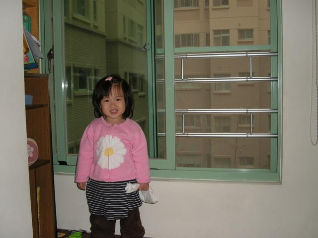 鈜智新竹鐵窗主產品為安全隱形鐵窗,由台灣製造的「守護神-DIY窗戶欄杆」DIY自製組裝於窗戶上,鐵窗有效防止兒童發生墜樓意外,亦可做為防盜窗,守護您的居家人身安全。